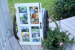 <b>Photo's in an upcycled window frame </b>