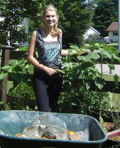 <b>Liisa Plitz: Panache Garden Design and Installation 2009</b><br />Liisa creates personalized gardens tailored to individual requirements. Liisa specializes in low maintenance gardens for the gardener who is too busy to maintain a garden full time